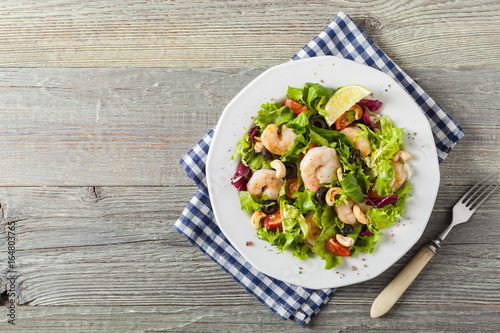 Shrimp salad with tomato, olives and cashew nuts. - 164803765