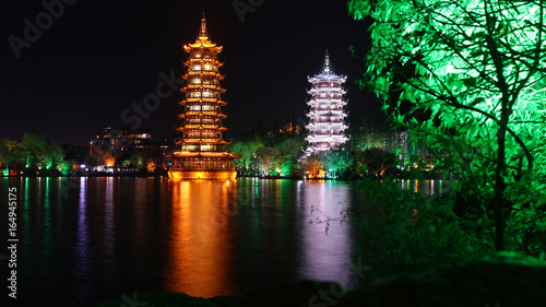 Foto op Aluminium Guilin Pagoda de la Luna y el Sol, Lago Shan, Guilin, China