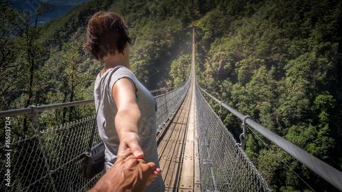 Angst überwinden auf der Hängebrücke