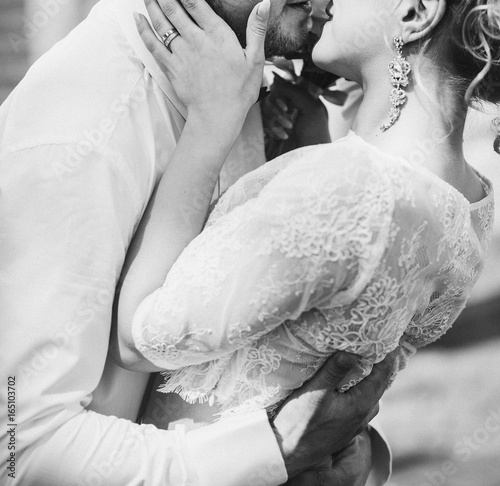 Plakat stylish wedding bride and groom kissing in sunny park, sensual moment