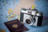appareil photo vintage carte et passeport