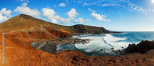 Poster Canarische Eilanden Panoramic view of El Golfo black sand beach near Green Lagoon in Lanzarote, Canary Islands.
