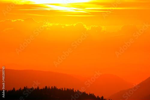 coucher de soleil sur les montagnes vosgiennes