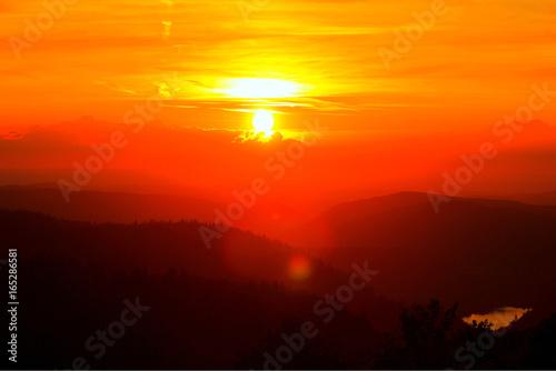 Tuinposter Algerije coucher de soleil sur les montagnes vosgiennes