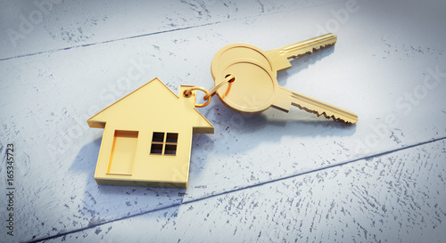 Goldene Schlüssel mit Anhänger in Hausform
