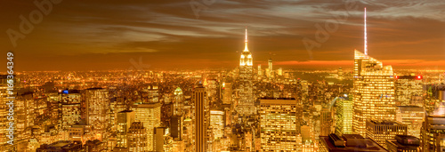 Spoed canvasdoek 2cm dik Panoramafoto s View of New York Manhattan during sunset hours