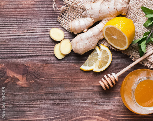 Ingredients for making lemon and ginger tea o Poster