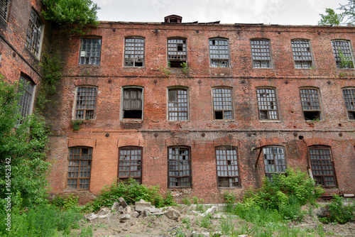 Fotobehang Oude verlaten gebouwen A destroying fabric factory built in the late 19th century. The city of Ivanovo, central Russia.