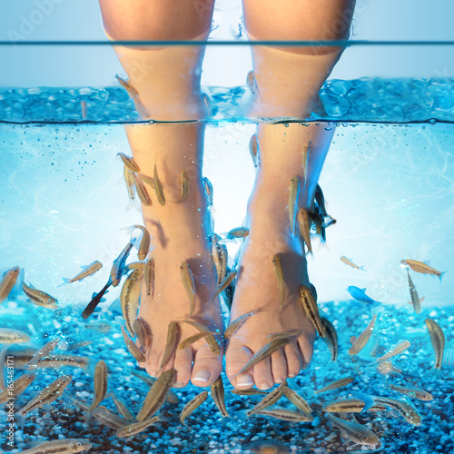 Deurstickers Pedicure Fish Spa - Pedicure With Rufa Garra