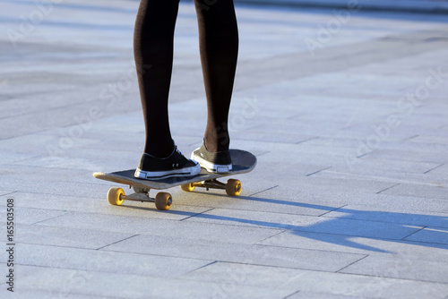 Foto op Aluminium Skateboard feet girls skateboarding in the city