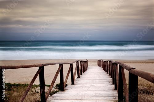 Seascape z przejściem od plaży do morza