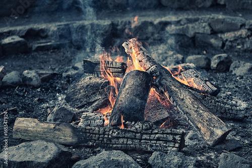 Lagerfeuer, Feuerstelle