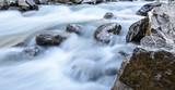 Wasser Hintergrund - Bachbett mit Steine - 165715923