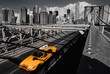 Quadro A yellow cab on the brooklyn bridge leaving Manhattan, NYC