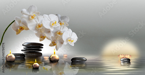 Leinwanddruck Bild Wandbild mit Orchideen, Steinen im Wasser und schwimmenden Kerzen