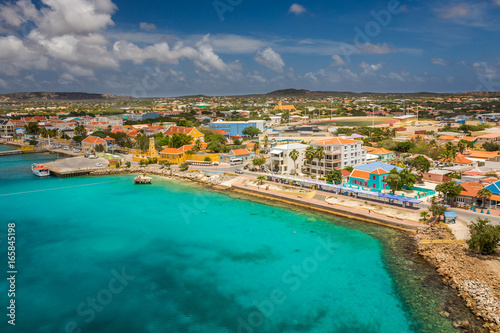 Spoed canvasdoek 2cm dik Nice Arriving at Bonaire, capture from Ship at the Capital of Bonaire, Kralendijk in this beautiful island of the Ccaribbean Netherlands, with its paradisiac beaches and water.