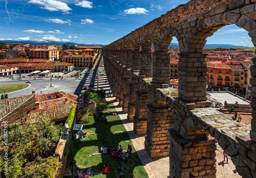 Zaragoza. Aqueduct. View of the city.
