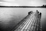 Stary drewniany most w morzu