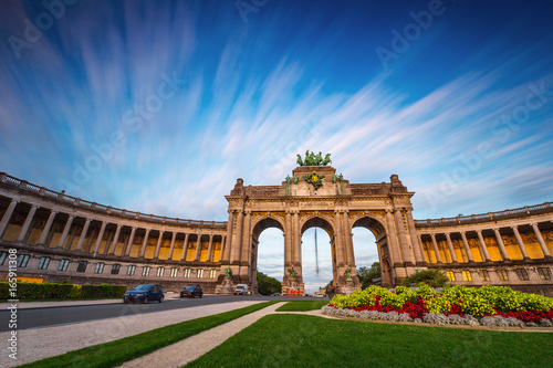 Fotobehang Brussel Dramatic view of the Triumphal Arch in Park Cinquantenaire in Brussels during sunset