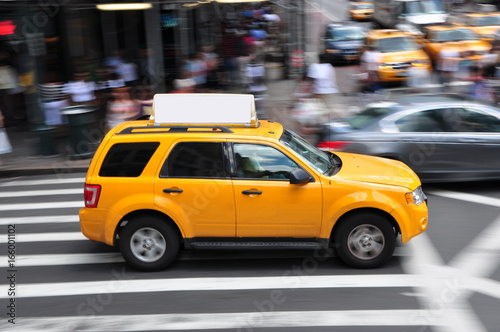 Foto op Plexiglas New York TAXI Panning shot of a taxicab at Times Square in New York, USA.