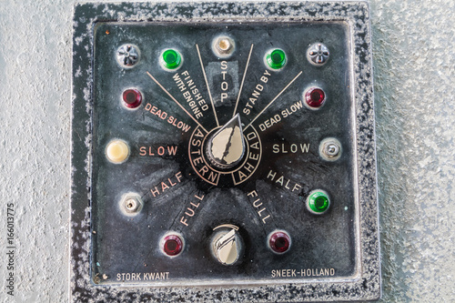 Staande foto Schip old battle ship controller