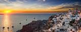 Panorama von Oia in Santorini bei Sonnenuntergang - 166019363