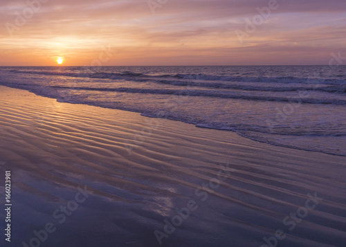 Foto op Plexiglas Aubergine Sunrise view of the Atlantic Ocean at North Myrtle Beach, South Carolina.