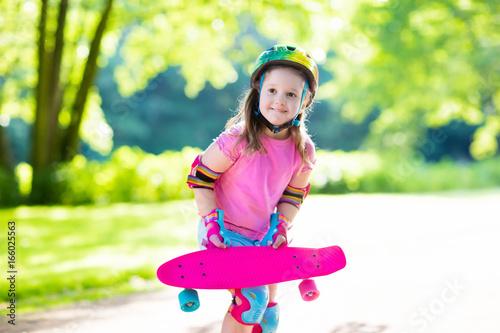 Foto op Aluminium Skateboard Child riding skateboard in summer park
