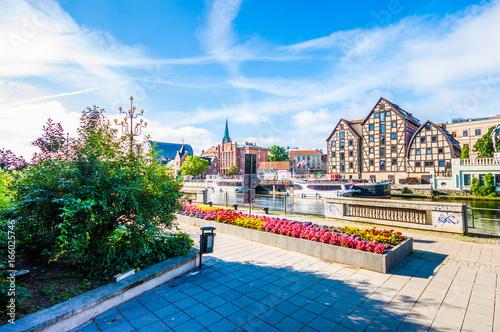 Zdjęcia na płótnie, fototapety na wymiar, obrazy na ścianę : Old Town and granaries by the Brda River. Bydgoszcz, Poland.