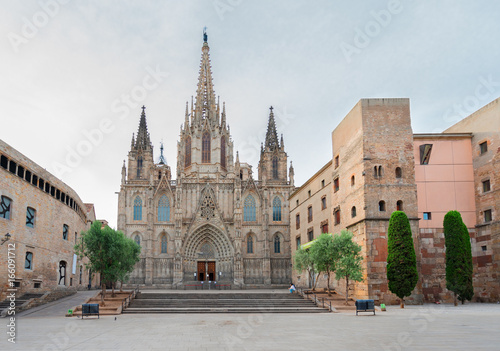 Fotobehang Barcelona Square with cathedral church in Gotic quarter of Barcelona, Spain