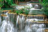 Piękny krajobraz wodospadu w Tajlandii