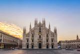 Katedra w Mediolanie (Duomo Mediolanu), gdy wschodzie słońca, Mediolan (Milano), Włochy