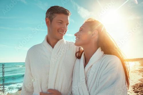 Paar im Spa Hotel am Strand