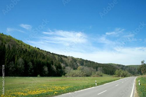 Straße im Biosphärengebiet der Schwäbischen Alb