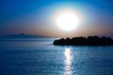 Zachód słońca na spokojne morze