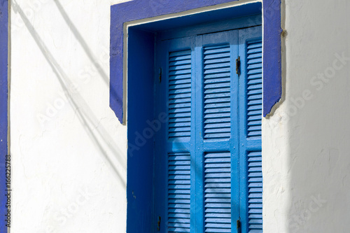 Foto op Canvas Marokko Moroccan window shutter, Asilah