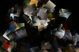 Schwarzer Hintergrund mit buntem Mosaik - 166244994