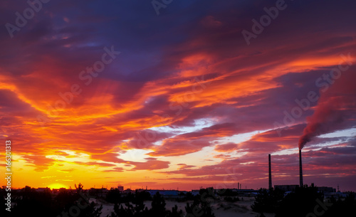 Foto op Canvas Crimson Beautiful fiery orange and red sunset sky.