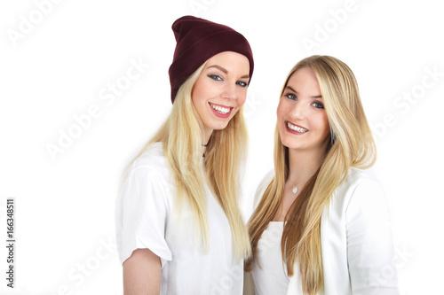 zwei junge hübsche blonde Frauen Poster