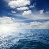 Błękitne morze i słońce