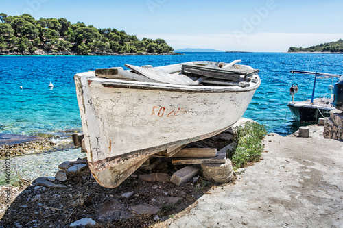 Staande foto Schip Old fishing boat with cracked white paint, Solta island, Croatia