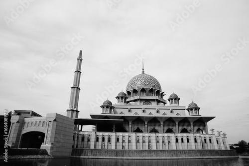 Foto op Aluminium Kuala Lumpur Putra Mosque is the principal mosque of Putrajaya