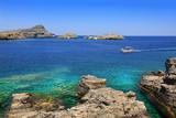 Malowniczy krajobraz zatoki wyspy Rodos i statku pasażerskiego.  © blachowicz102