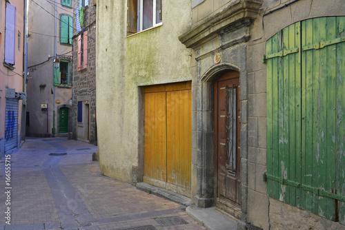 Ruelle multicolore à Agde, Hérault