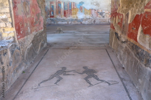 Mozaiki w miejscu archeologii w Pompejach, starożytne rzymskie miasto, zniszczone w 79 roku pne przez erupcję Wezuwiusza.