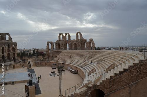 Amphithéâtre El Jem sous l'orage Tunisie