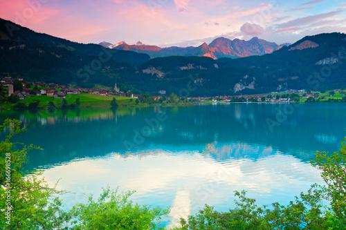 Deurstickers Lichtroze Wunderschöne Landschaft in der Schweiz