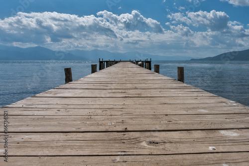 Foto op Aluminium Pier mpty wooden jetty on the lake shore