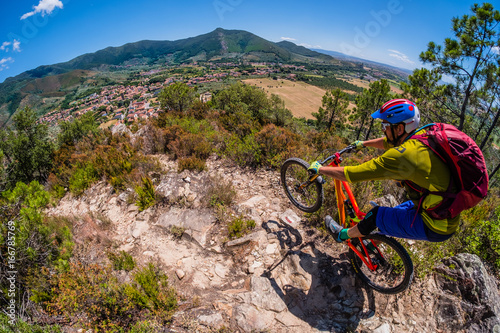 Deurstickers Toscane Mountain biker in Tuscany