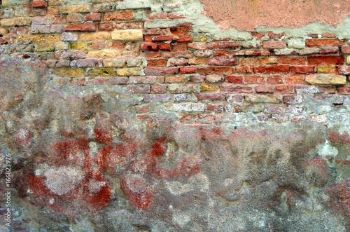 Verwitterte alte Mauer